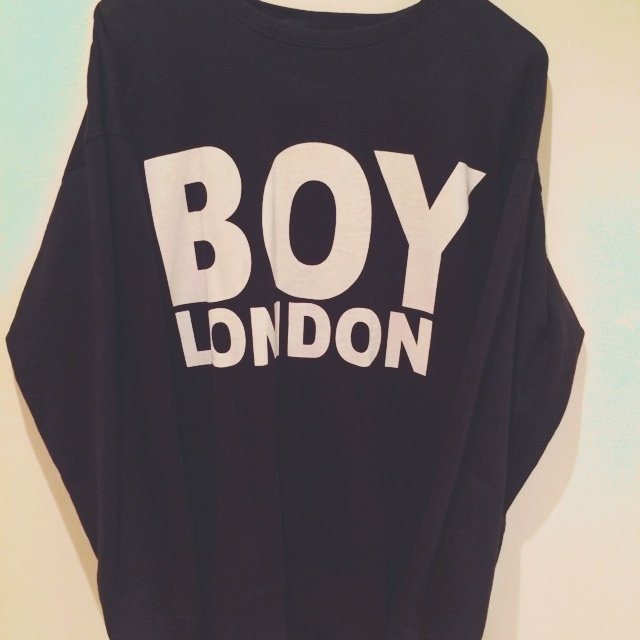 280990488 black and white boy london sweatshirt, only worn once so in - Depop