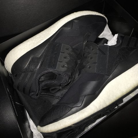 e9eb2dea7decd Y3 retro boost black white size 6. Worn a few times