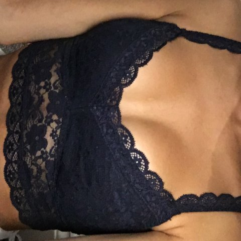 fd9775c21d71ee HOLLISTER   GILLY HICKS LINED LACE   LACED BRALETTE NAVY - - Depop