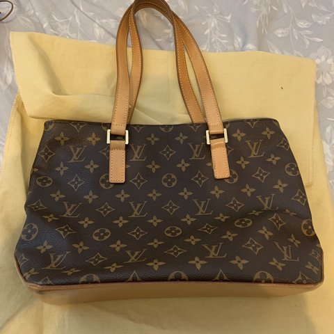 6100b119f87a Used Louis Vuitton bag 8 10 condition Price is negotiable - Depop