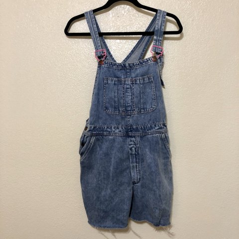 191fd98144ee VINTAGE super cute short overalls size small! the clasps are - Depop