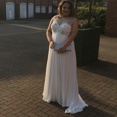 01699d7893b selling my gorgeous white prom dress