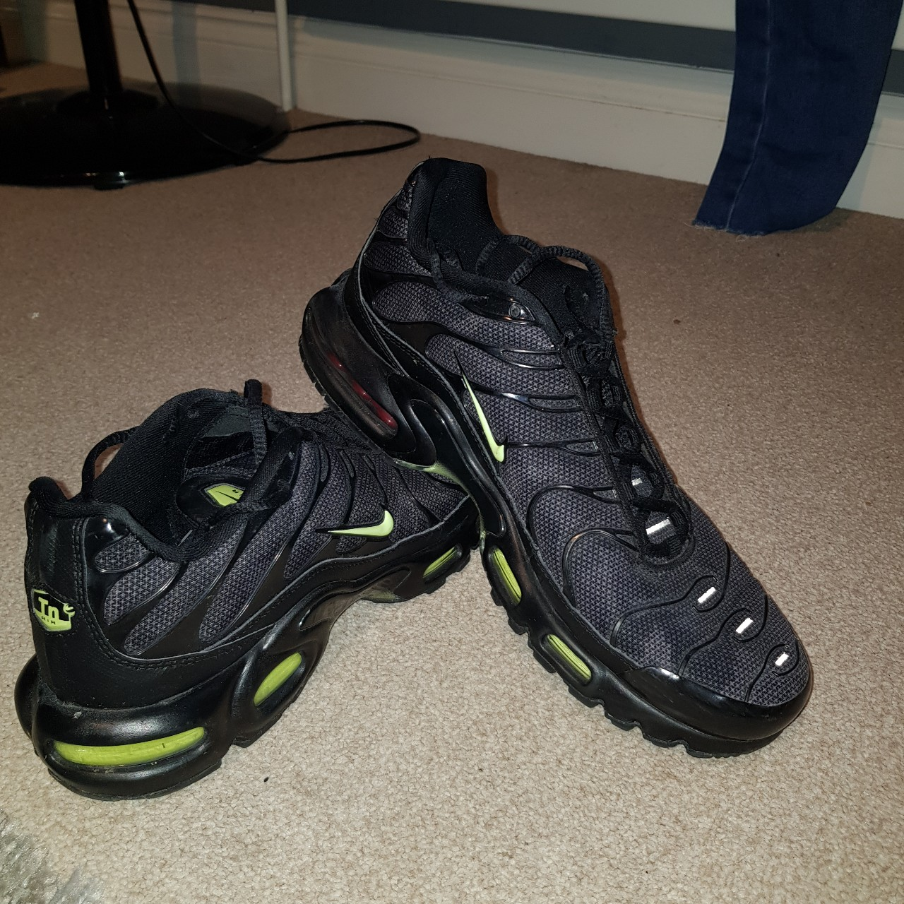 Mens Nike TNS black and lime green in