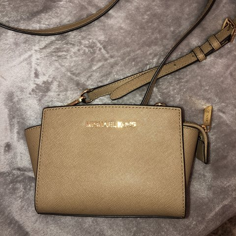 a7d1ed31a466 Small Michael kors side bag. Really good for festivals and - Depop