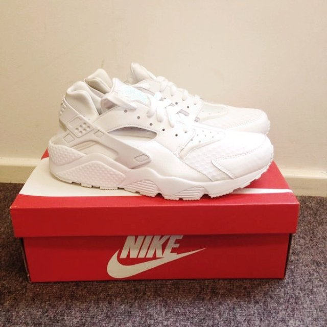 763074c833b96 Brand new White  Nike air  huaraches. SOLD OUT!! Size 8.5. - Depop
