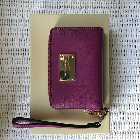 0573a779867404 @aliceroch. 5 months ago. London, United Kingdom. Unused Michael Kors card  wallet, in impeccable condition!!