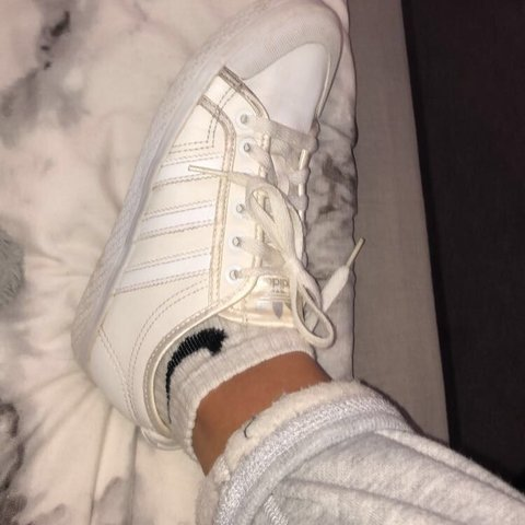 a14d23b96033c Adidas Originals Nizza Lo White leather trainers Worn but of - Depop