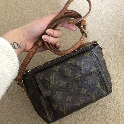 628c360ff @joyduwn. 3 months ago. London, United Kingdom. Authentic Vintage Louis  Vuitton Crossbody Bag w/ red lining.