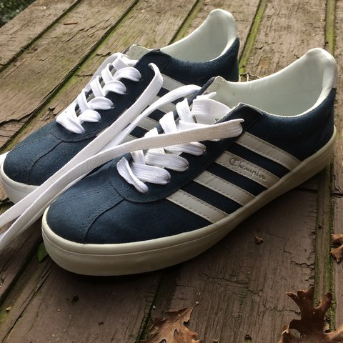 34f44496d7afd 🤾🏽 ♀️Vintage Champion sneakers. Be on top of these damn - Depop