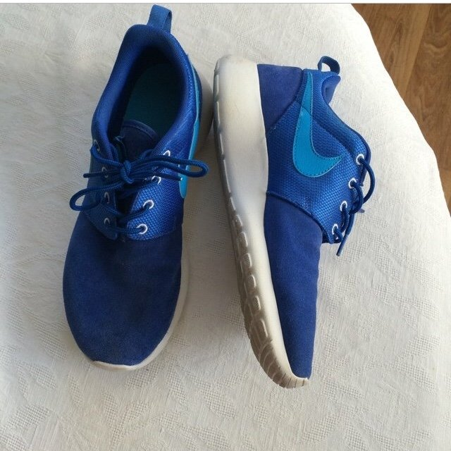 29497df88bf8 Nike roches blue size 5.5 will fit a 5 and 6 too selling for - Depop