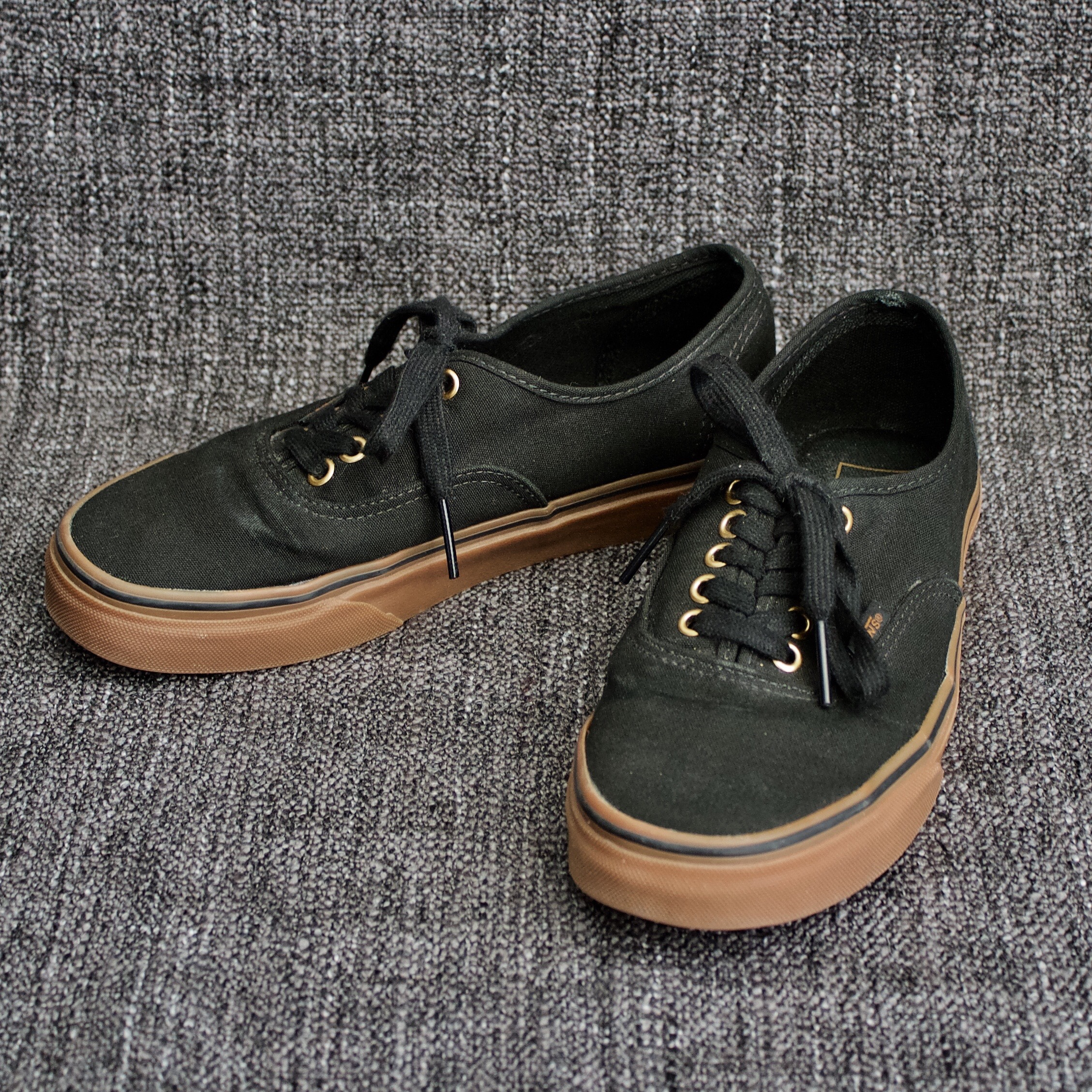 Vans Authentic in black/rubber with gum