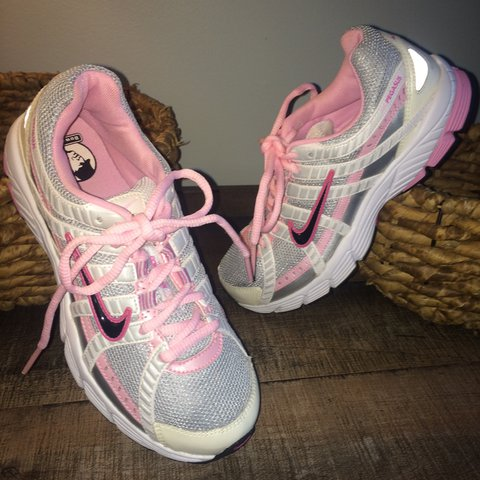 16905d2c0 Vintage Nike Bowerman Series track and field light pink and - Depop