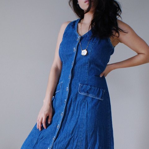 630fa9c45df Great 90s piece! Vintage button down denim dress with lovely - Depop