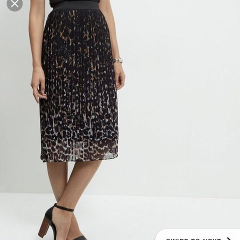 69fdb1fcb3fb0 New look leopard print midi skirt pleated Never worn Size - Depop