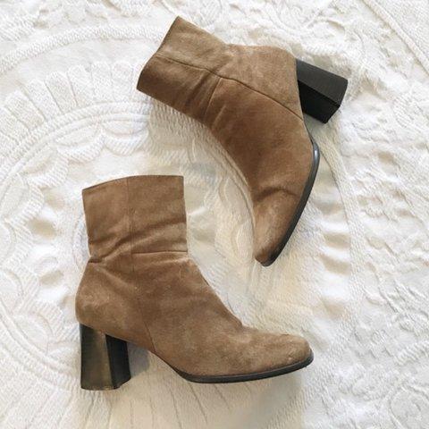 e4fdc13767e Vintage suede camel colored 90s square toe block heel boots
