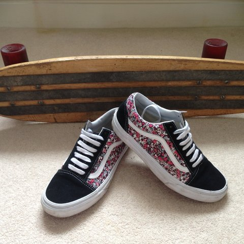 a9424e0b3621 Old Skool Multi Floral Vans. Paid £55 for them. Only worn a - Depop