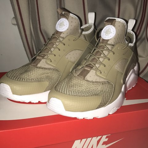 1e86d046aa0 Nike huaraches, in great condition only bought a few weeks - Depop