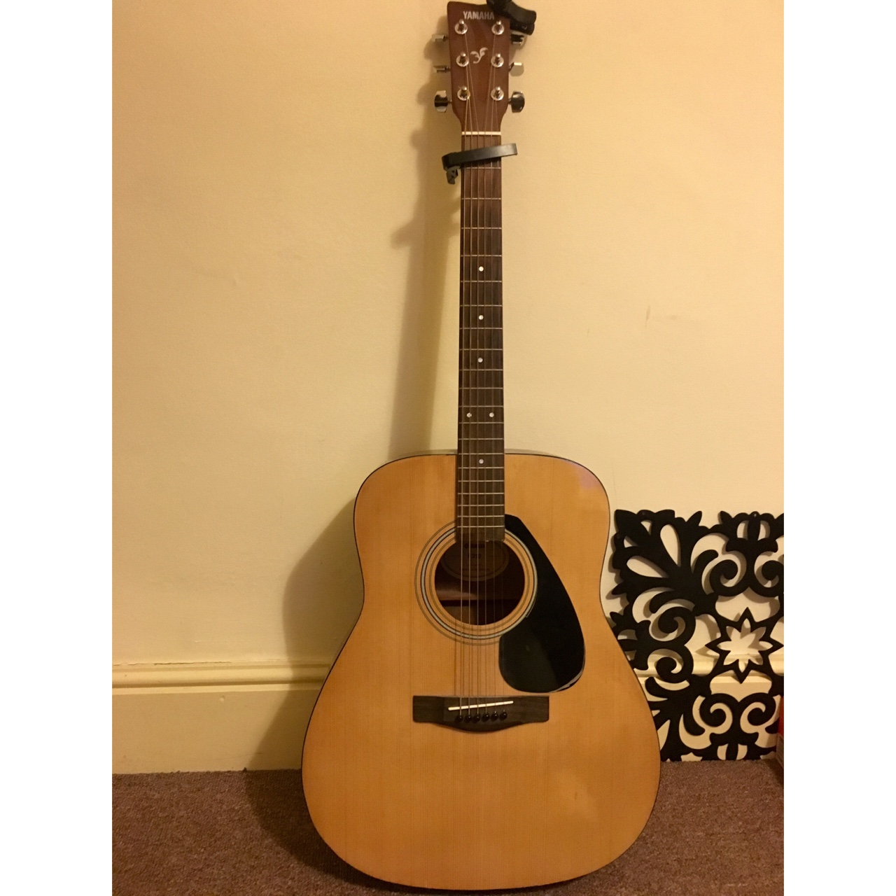 A used Yamaha f310 guitar perfect for beginners!    - Depop