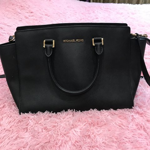 Price dropped!! Michael kors bag (black) 100% authentic and - Depop ce3ad39275cef
