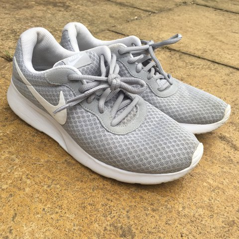 b285c225b20e grey nike roshe run trainers size 6 very good condition will - Depop