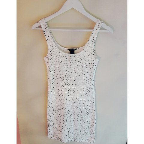 f9379de93354d4 White and black spotted bodycon dress from H&M - Size xs so - Depop