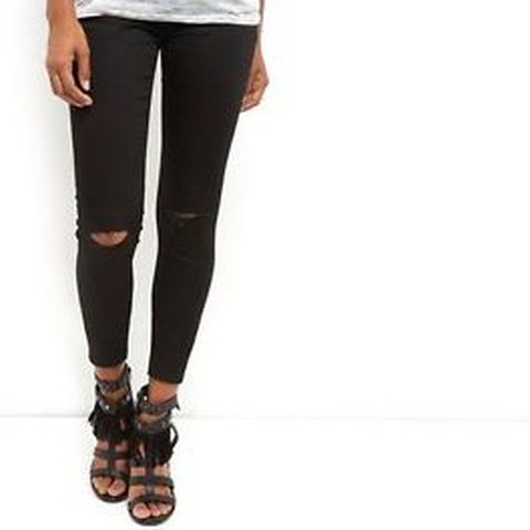 dc4681a89e5ab @amy_blondie95. last year. United Kingdom. Newlook maternity over the bump  skinny black ripped knee jeans 👖