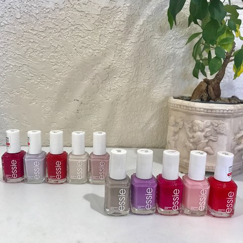10 shade Essie Nail Polish Set. Buy the entire set at a or - Depop