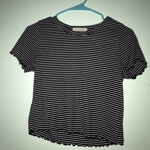2b3cc37e538 @ellieisamess. 25 days ago. Midlothian, United States. Slightly cropped  black and white striped shirt. Good condition.