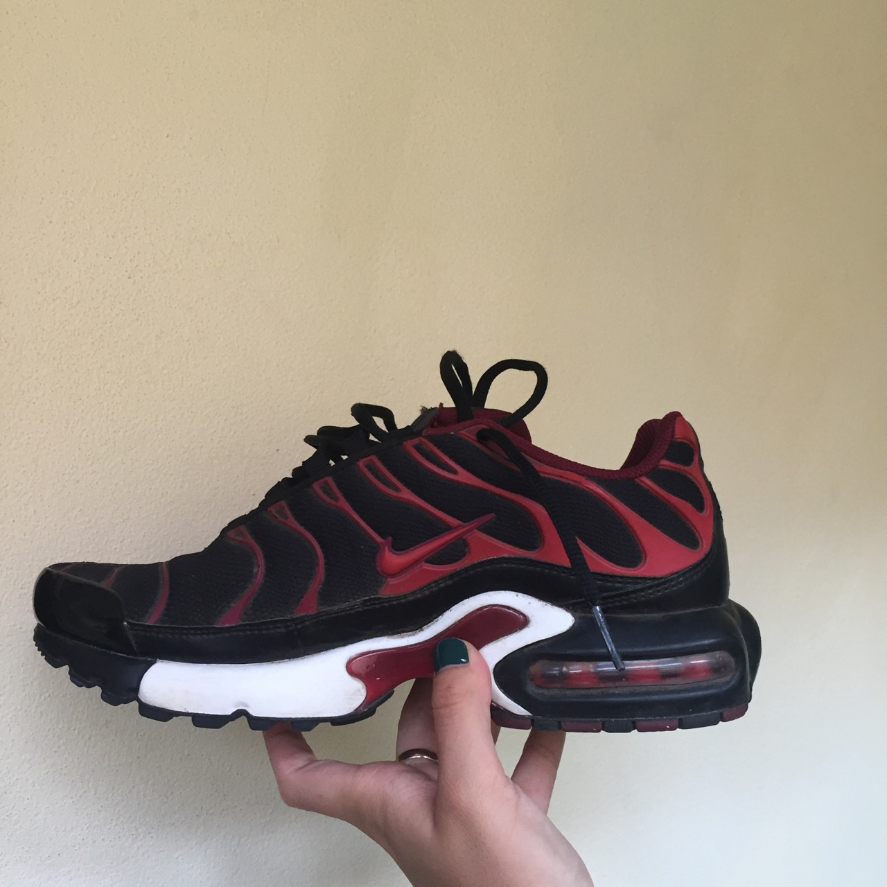 new style b2ce6 0f1e5 Nike tns / tn red and black. They're in kids size... - Depop
