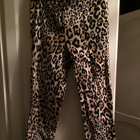 6ca508b4f6cb86 topshop leopard print tailored trousers, size 8 but have in - Depop