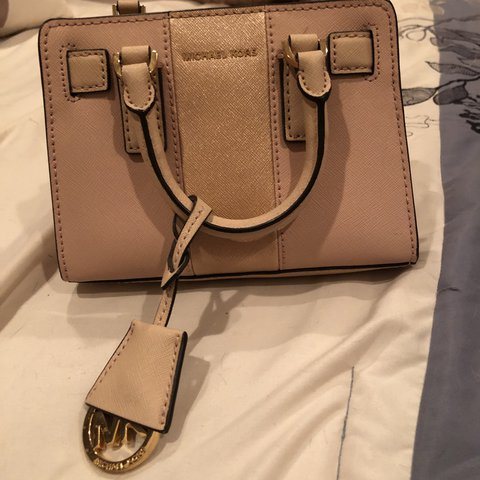 972ae727387c @natalie_alker. last year. Orinda, United States. Very cute go to bag 👜 Michael  Kors small purse