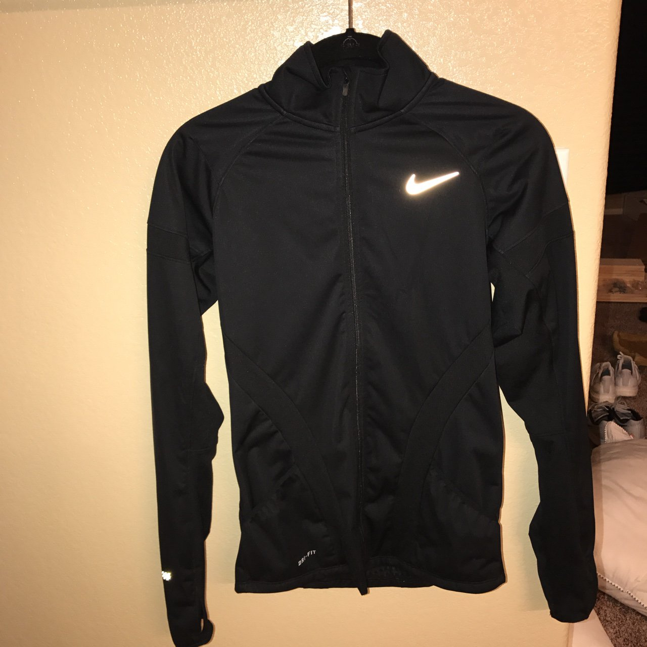 78bea28a233c Nike running jacket. has a thermal inside so it keeps you XS - Depop
