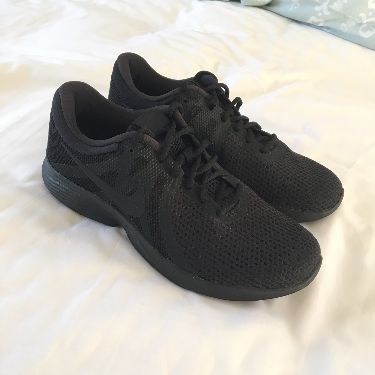 Nike Free Run 4.0 V3 trainers in all black. Perfect Depop
