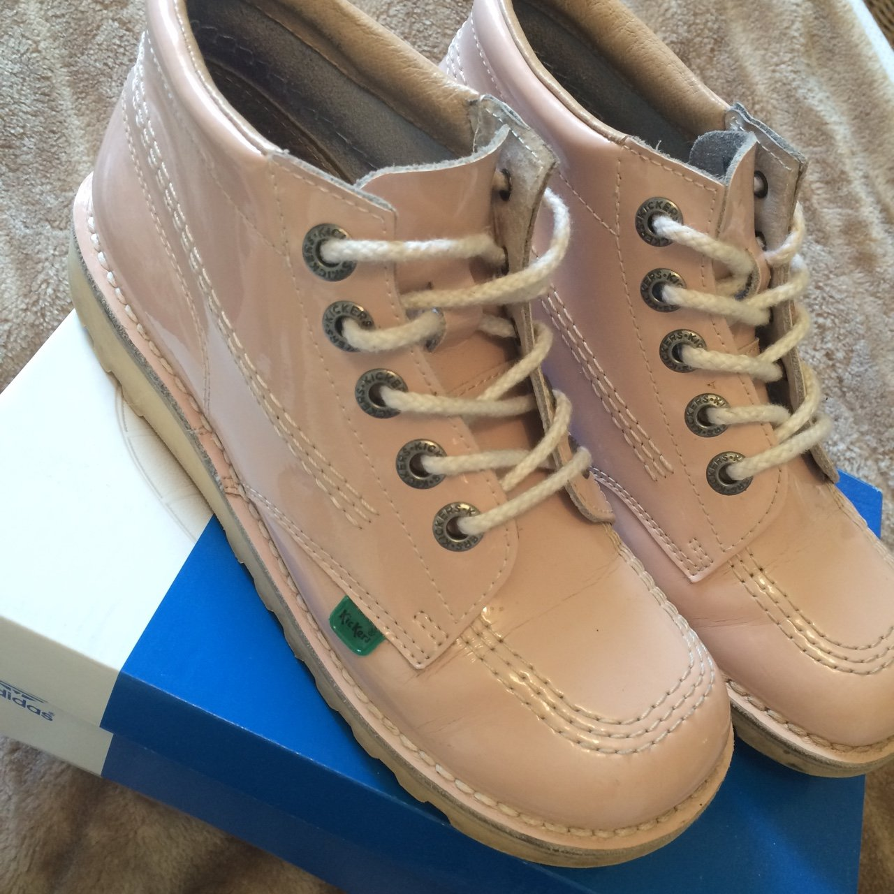 6db933deb2285 Baby pink #Kickers. Says size 4 but I'm a size 5 and they me - Depop