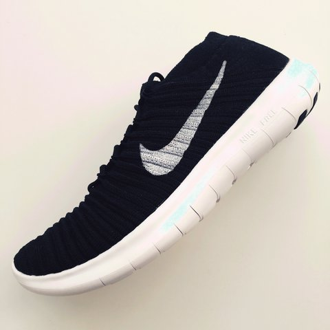 buy online 61e6e be97d  snowy136. 2 years ago. United Kingdom. Nike Free Motion RN Flyknit trainers