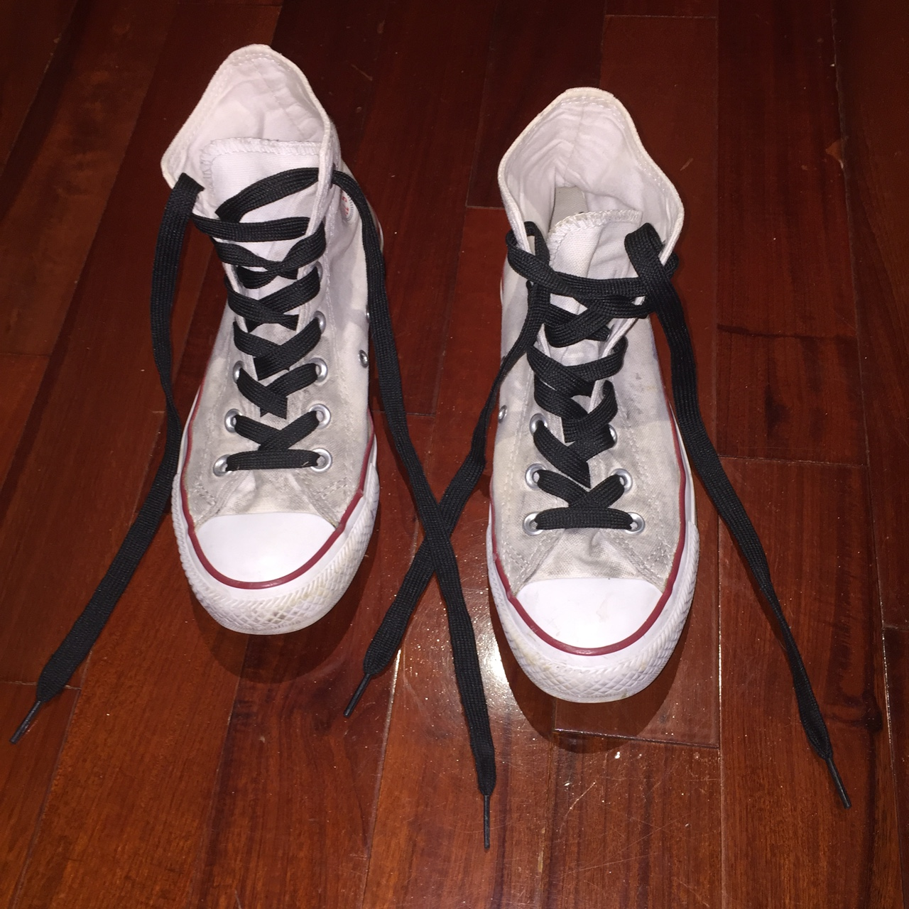 white converse with black laces Online
