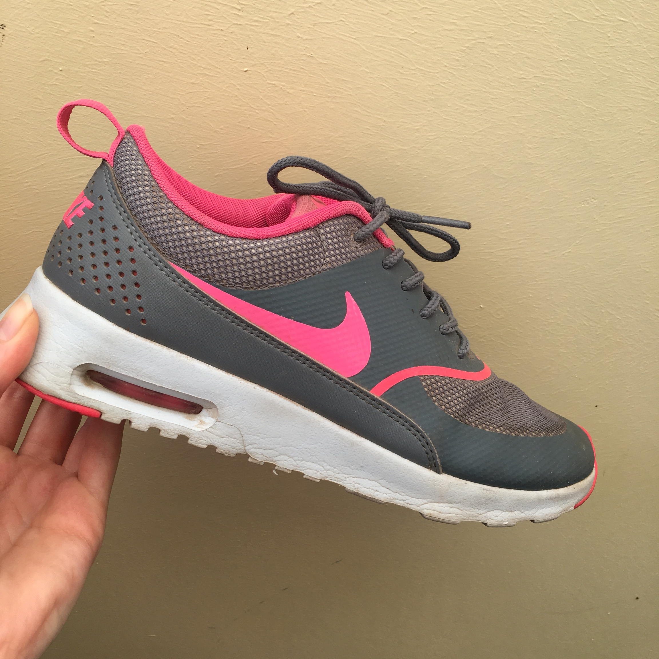 Humano Manuscrito niebla tóxica  Nike Air Max Thea -grey/pink -been worn a few times... - Depop