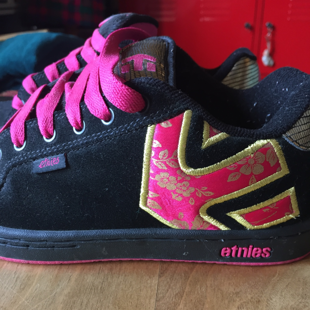black and hot pink etnies