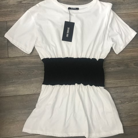 8d96534383dd6 Zara white top with black banding. Never worn