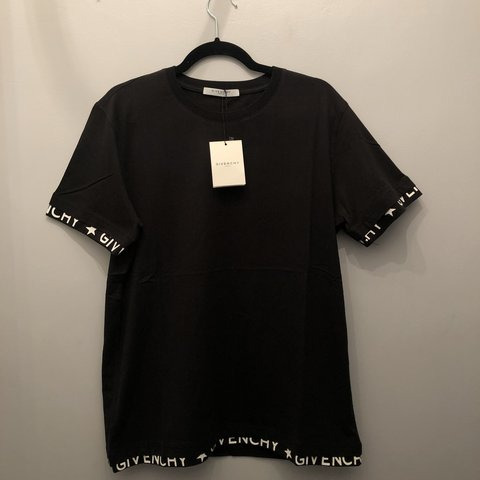 94698c85d7034 Men s large Givenchy t-shirt New with tags - Depop