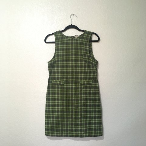 e14f372713e ▫️Green plaid dress with little flaps for pockets and a in a - Depop