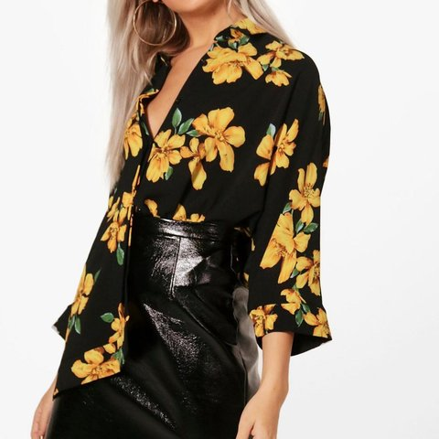 12a56776d5abb Boohoo Charlie floral oversized swing shirt, black and size - Depop