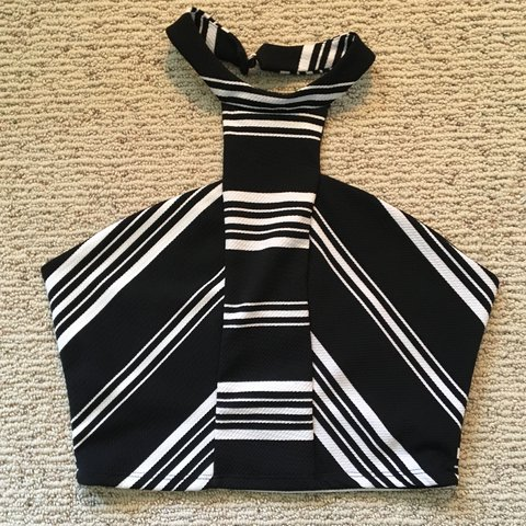 92e45fc97c9ab Charlotte Russe croptop! This shirt is so sexy and adorable! - Depop
