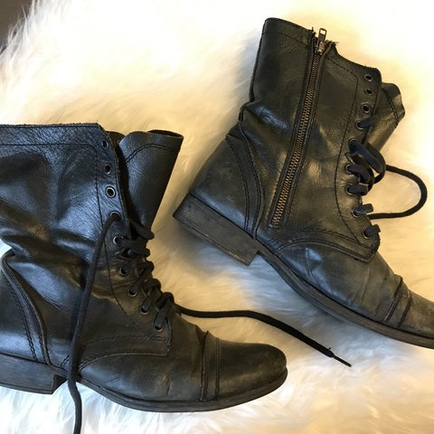 86c5cacbe03ff Black leather troopa boot by Steve Madden in women s US size - Depop