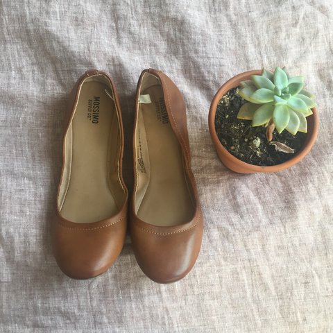 36d5aace662 Classic warm brown leather ballet flats from the brand (only - Depop