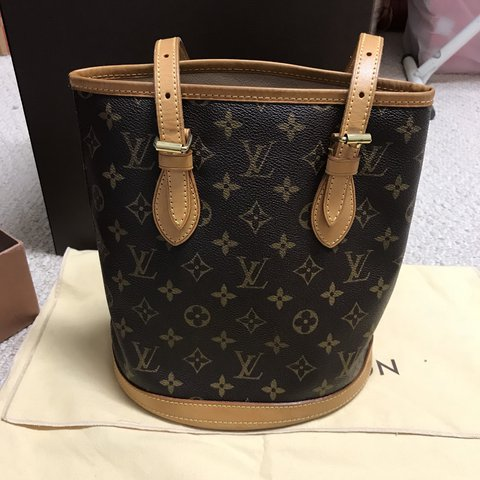 1ce1b530108f Authentic Louis Vuitton Bucket bag This is an older but in - Depop