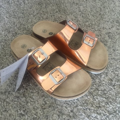 b8ec4f88245 Metallic rose gold Birkenstock style sandals. size uk 5 eur - Depop