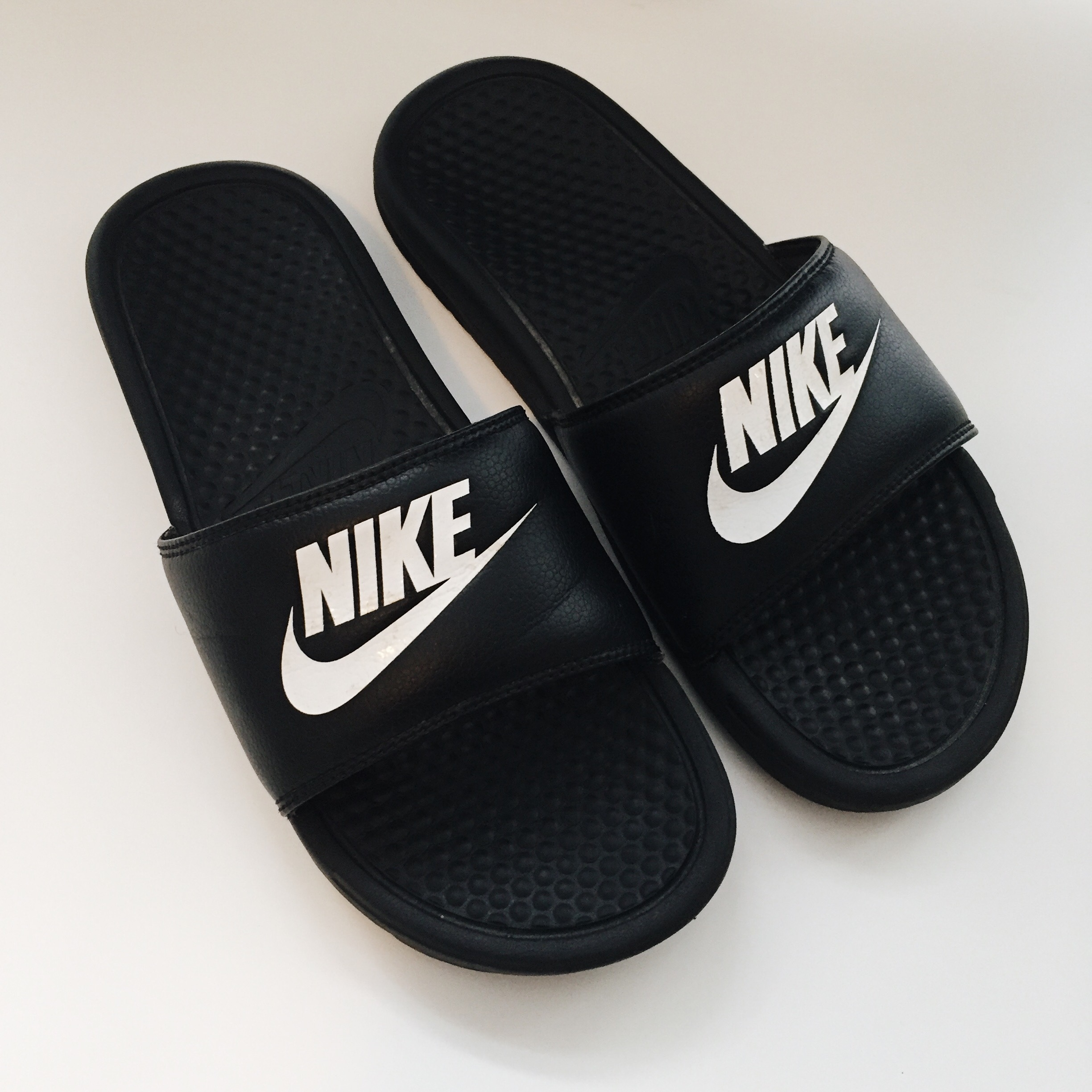 al por mayor elegir original personalizadas Nike pool slides size UK 6 9/10 condition. - Depop