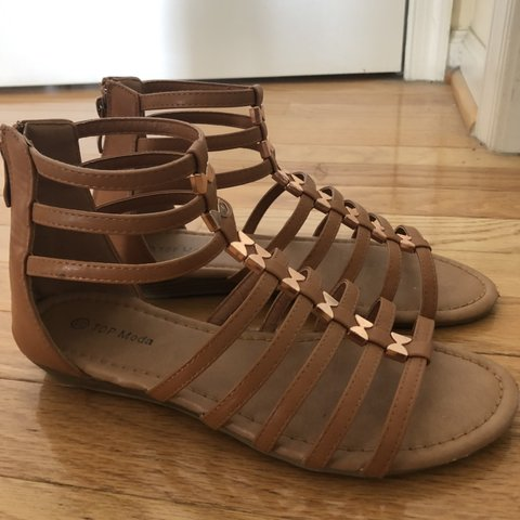 4359dfacc749 Lovely tan gladiator sandals from Shop Priceless • size  - Depop