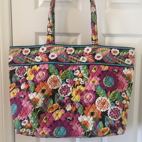"9218bde809 PRICE DROP!! Vera Bradley tote bag in ""Va Va Bloom"". Great I - Depop"